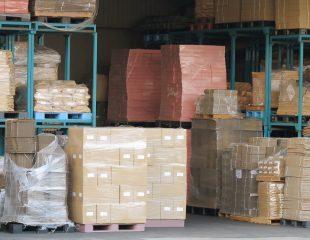 倉庫内での出荷準備作業